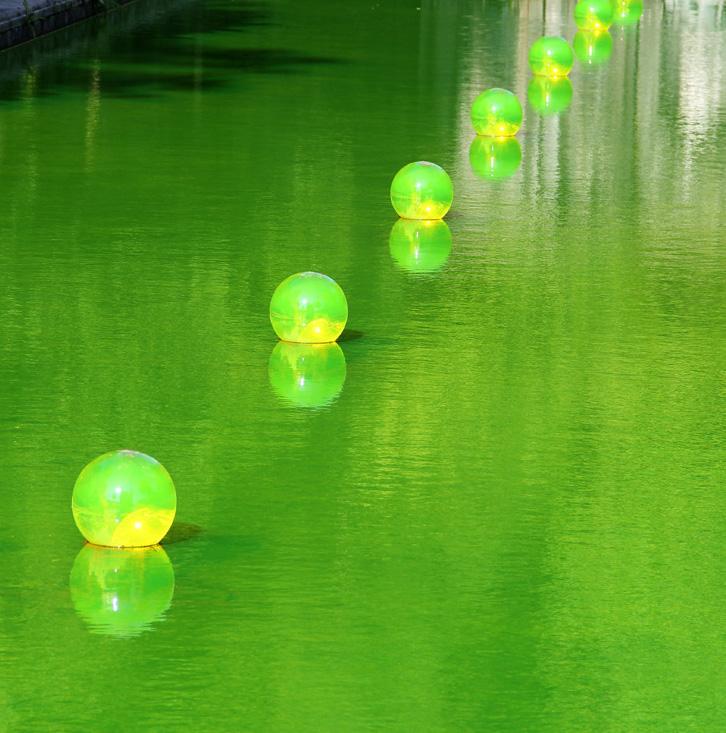 Eau en boule avec eau verte - Shigeko Hirakawa